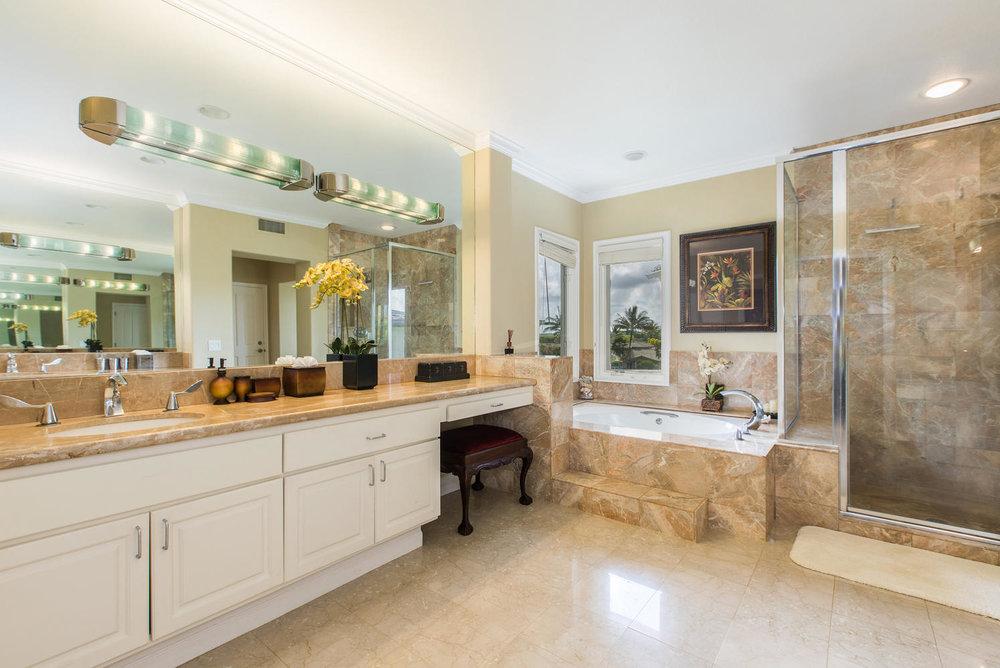 3991 Aloalii Drive Princeville-large-017-20-Master Bath-1497x1000-72dpi.jpg