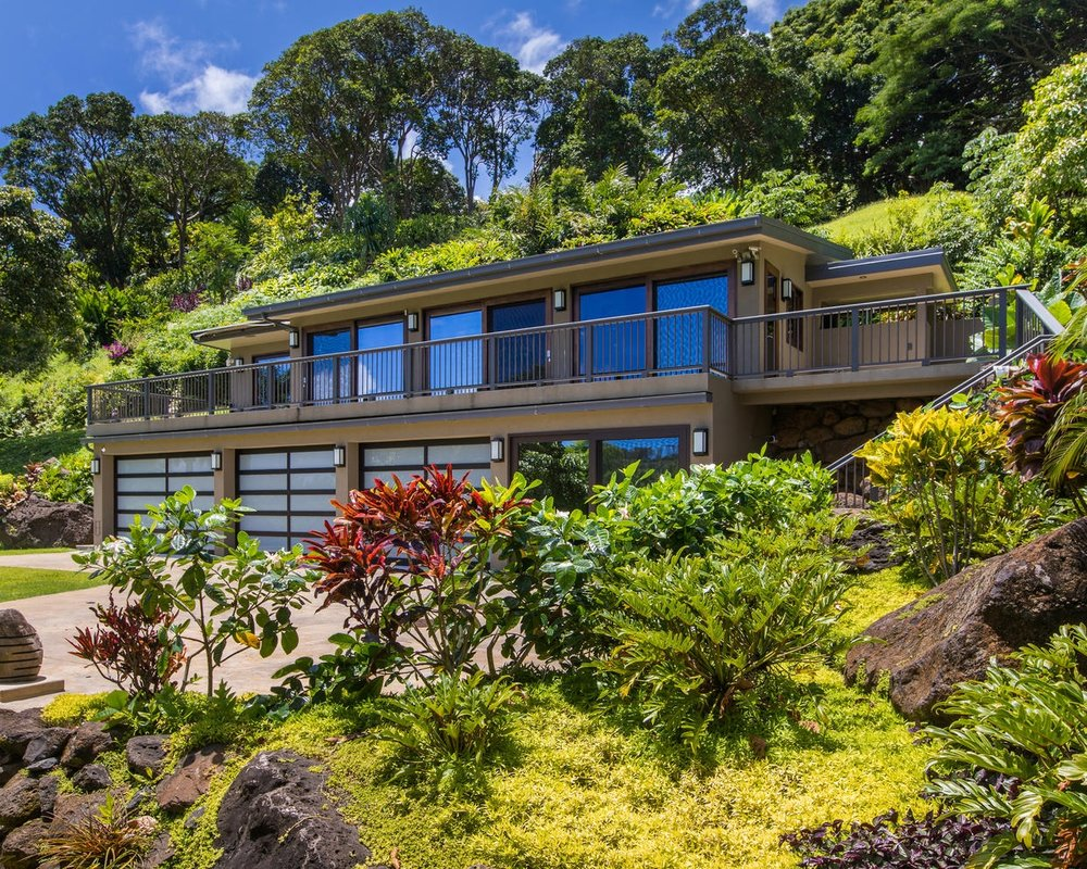 "<div align=left><span style=""color:#13b5ea""><strong>Kilauea River Valley Retreat</strong><br>Sold for $3M 