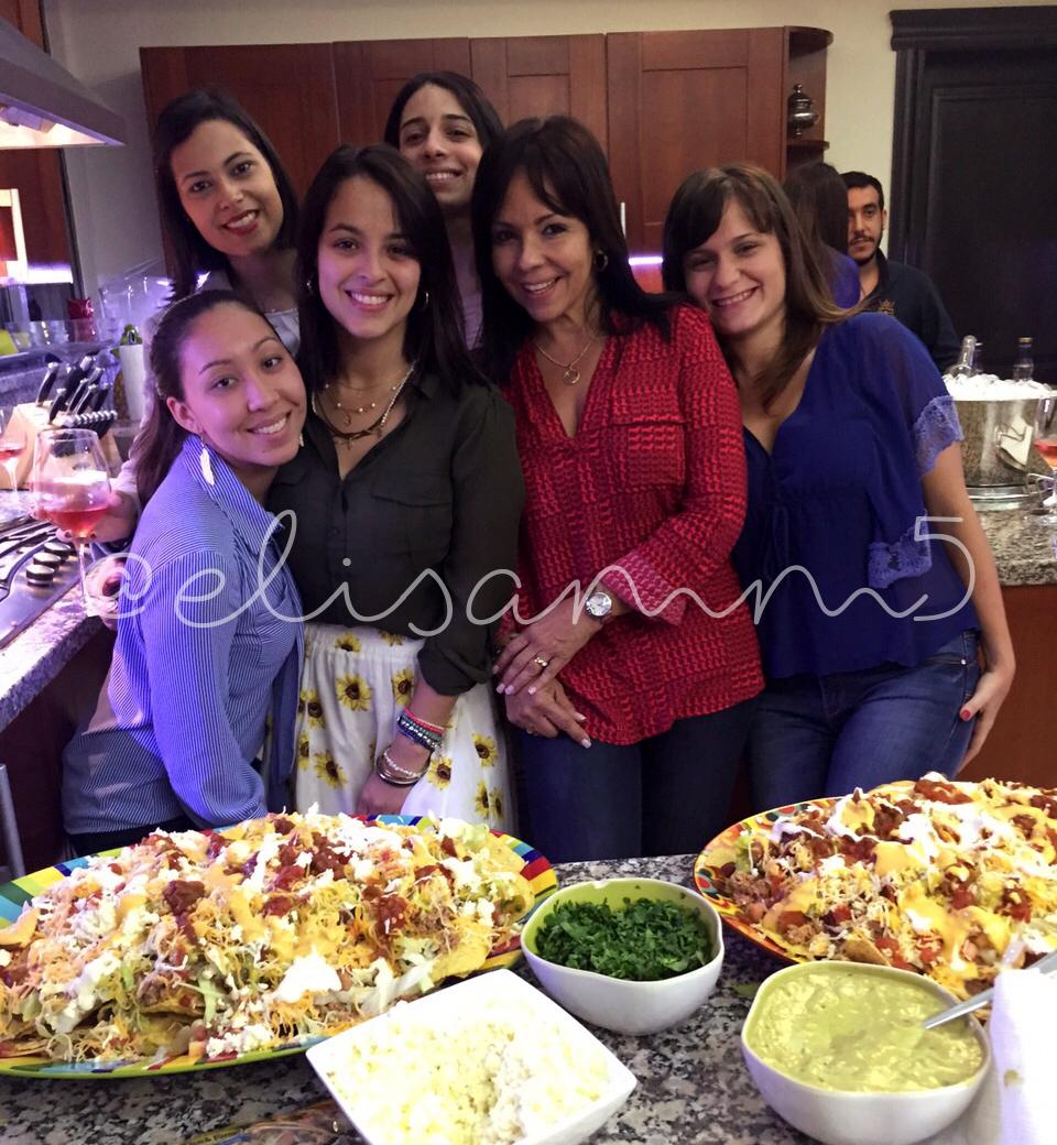 Miyuki Kasahara (MI YUKITA), Daniela Ortíz, Laura Carvajal, mi mamá Elisa Magallanes y mi hermana Marcelle Miguel.