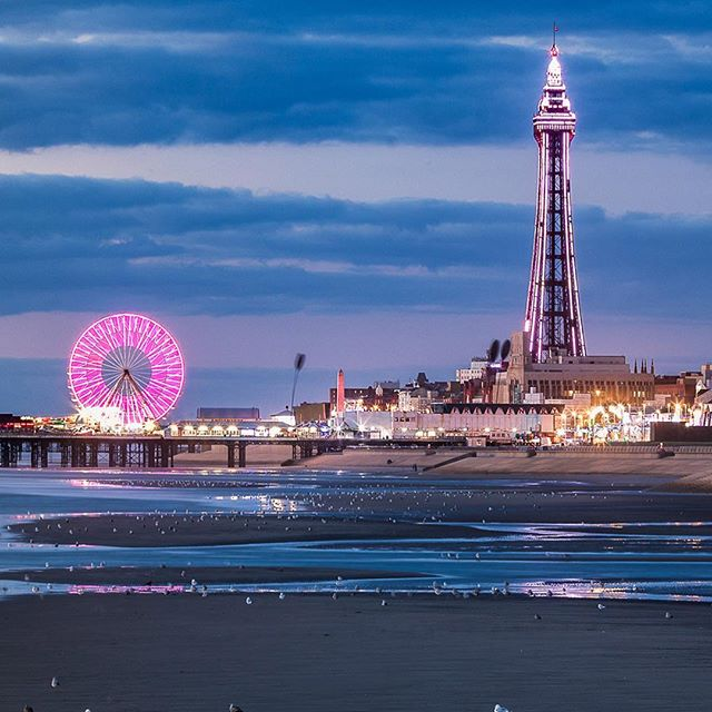 Blackpool Tower and Illuminations. This is was part of the image that I captured yesterday. This is focusing on the Tower and Ferris wheel. It was taken from below the South Pier because the on the pier it slightly changed the perspective and some lights interferes with the tower. Technical wise shot at 105mm on my 70-200 at f8 and iso 50.  #blackpool #blackpooltower #blackpoolilluminations #visitlancashire #visitengland🇬🇧 #uk #ukshots #earth_deluxe #tower #sunset #photography #photographer #ig_shotz #ig_landscape #ig_masterpiece #ig_masterpiece #ig_exquisite #landscape #landscapephotography #landscapelovers #city