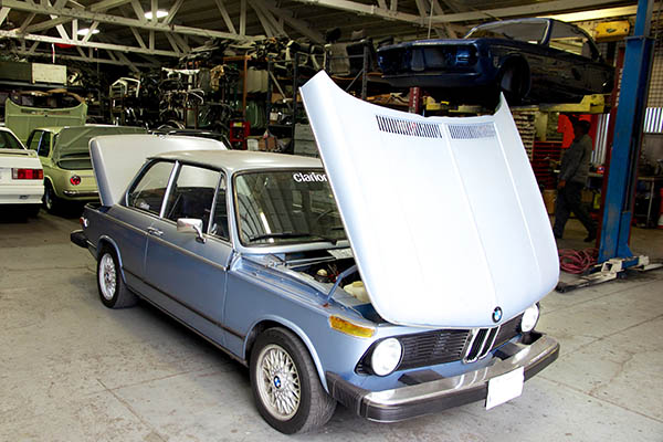 Clarion Builds BMW 2002 CoupeKing Teardown 13099.jpg