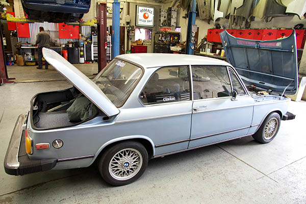 Clarion Builds BMW 2002 CoupeKing Teardown 13100.jpg
