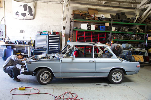 Clarion Builds BMW 2002 CoupeKing Teardown 13250.jpg