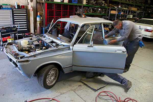 Clarion Builds BMW 2002 CoupeKing Teardown 13253.jpg