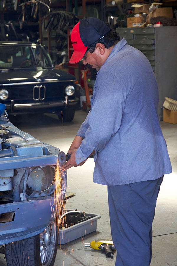 Clarion Builds BMW 2002 CoupeKing Teardown 13330.jpg