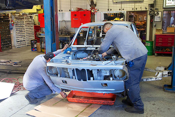 Clarion Builds BMW 2002 CoupeKing Teardown 13423.jpg