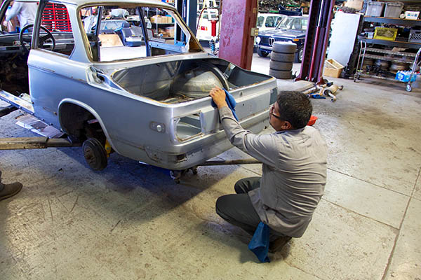 Clarion Builds BMW 2002 CoupeKing Teardown 13477.jpg