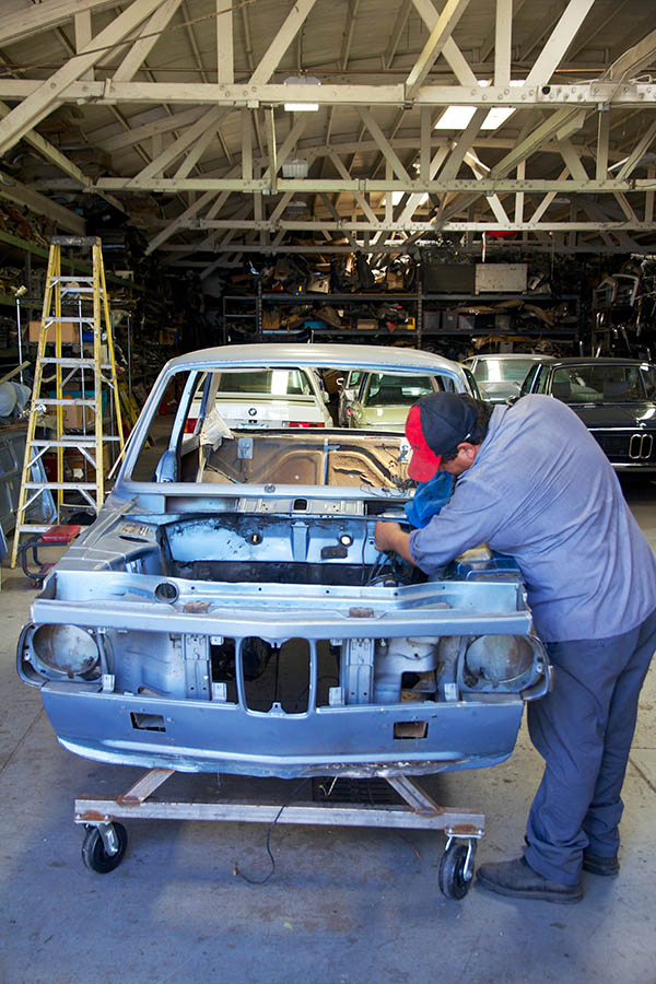 Clarion Builds BMW 2002 CoupeKing Teardown 13569.jpg