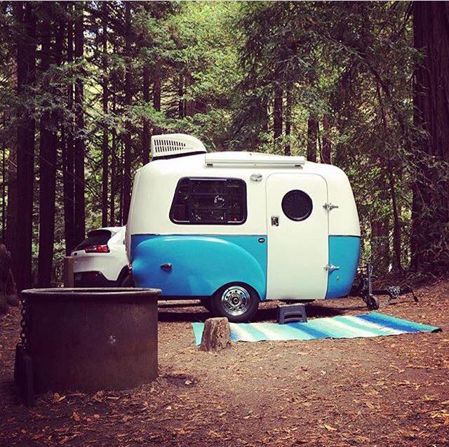 What a cute little camper…if I set up my little office in there, I can change my view everyday 🚙🏕 #happiercamper