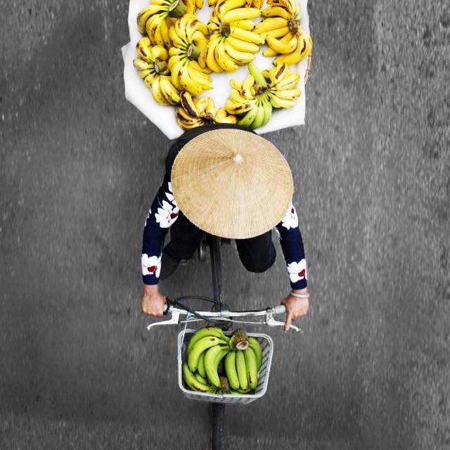 Streets vendors shot from bridges in Hanoi, Vietnam, by photographer Loes Heerink 🍌 #streetvendors #fruits #vietnam