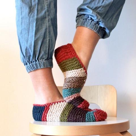 Simple Garter Stitch Slippers by Hanna Levaniemi Image © handepande