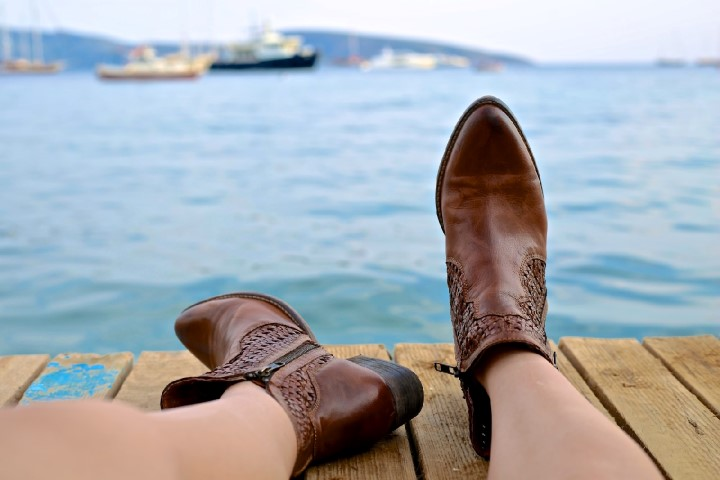 woman-boots-on-jetty