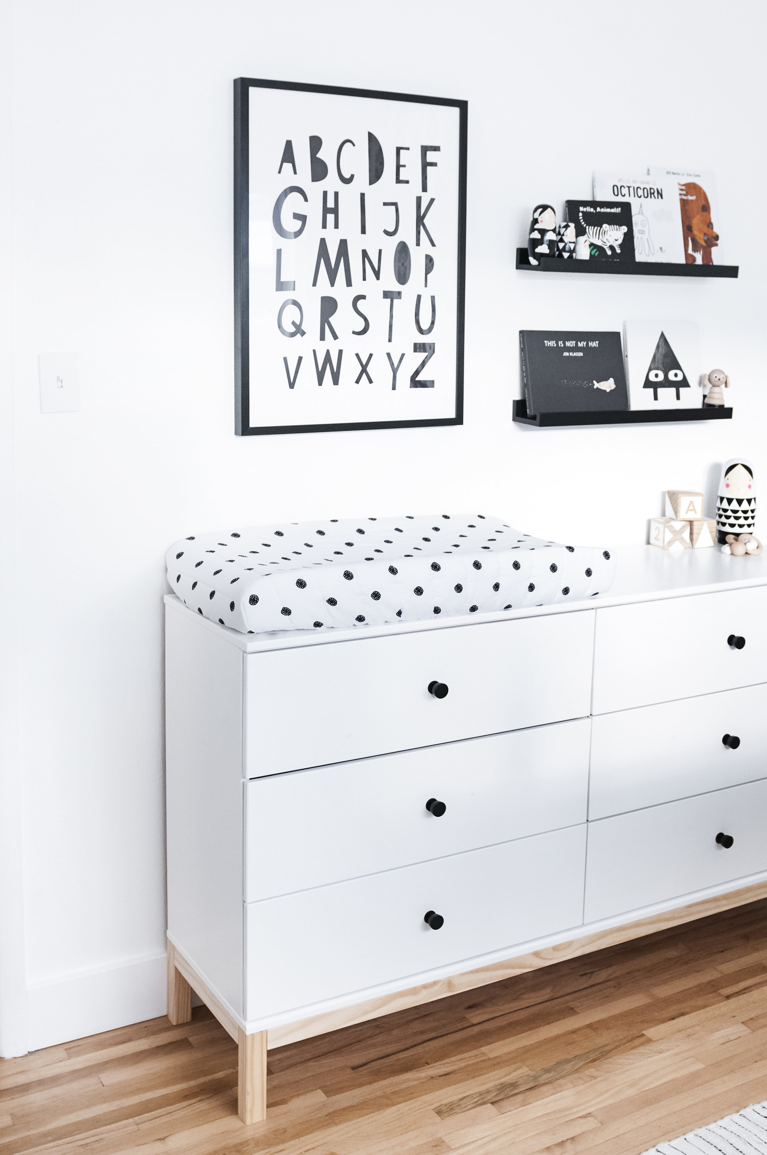 babykamer met commode