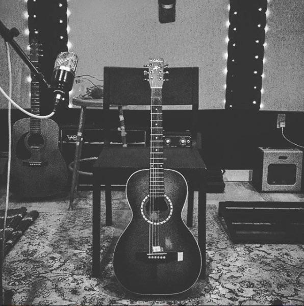Guitar bw.jpg