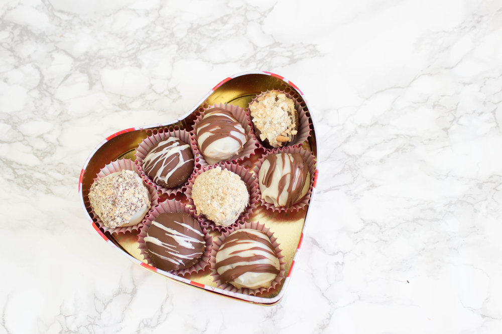 CHOCOLATE TRUFFLES INGREDIENTS: - 27 Digestive Cookies or 175g2 Cup Milk Chocolate Chips1 Cup White Chocolate ChipsYOU MAY ALSO NEED:Mixing BowlZip lock bagsRolling PinWax paperWrapping paper or Box