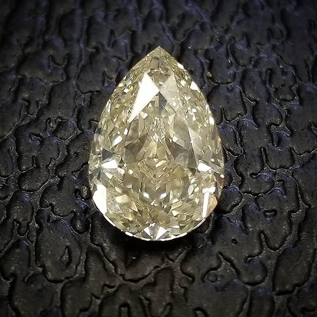 Fancy Colored Loose Diamonds for sale to the public and dealers. DM for special pricing!  Special discounts for military/1st Responders!  Portions of sales this week will be donated to the Salvation Army in response to Hurricane Harvey. 📱786-547-9982 or DM for inquiries  #jewelry #miami #hitsinc #hits #rings #diamond #gold #whitegold #rings #weddingrings #unionrings #love #carats #finejewelry #beautiful #caratweight #jewelrydesign #ido #sayyes #weddingplanner #weddingplanning