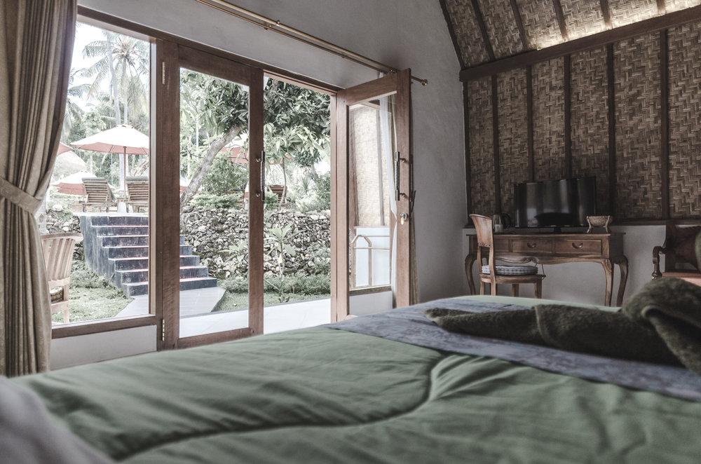 coco-resort-nusa-penida-bali-bungalow-bed.jpg