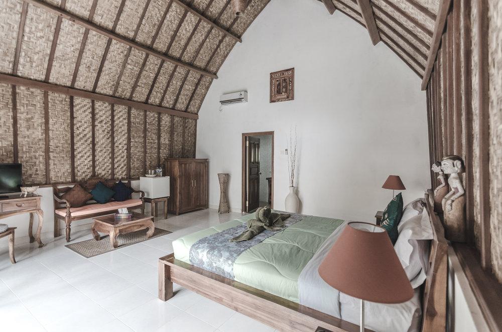 coco-resort-nusa-penida-bali-bungalow-interior.jpg