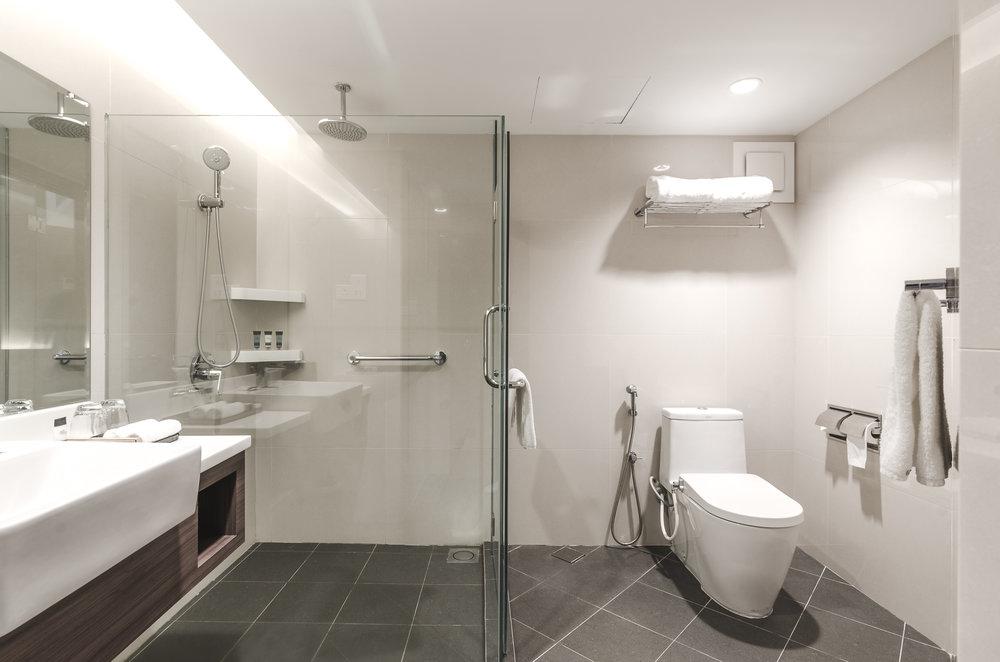 oakwood-hotel-kuala-lumpur-malaysia-bathroom.jpg