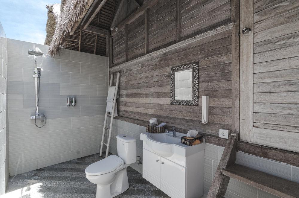 komodo-garden-nusa-lembongan-bali-bungalow-bathroom.jpg