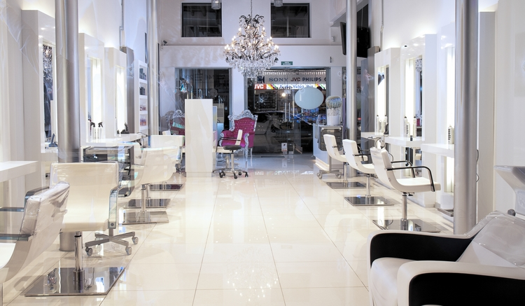 salon01cr.jpg