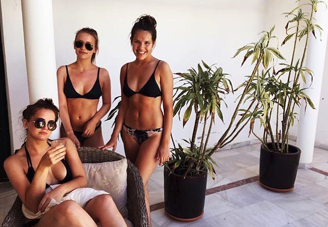 Such a beautiful holiday bikini post from @al_mack also featuring her gorgeous friends! Love this.
