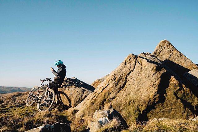 Rocking a good seat for the light show • • •  #ninerd  #bikeporn #outsideisfree #optoutside #roadslikethese #freshairclub #outdoorbloggers #wildernessmakesyoubetter #adventurebybike #livebreathoutdoors #pedalforever #cyclingphotos #velo #gravelgrinder  #liveauthentic #bikelife #bikewander #graveltravel  #eskapepod #graveldiaries #groadslikethese  #starttheadventure #ntchallenge #thegreatoutdoors #ukshots #riseoutdoors #livebravely
