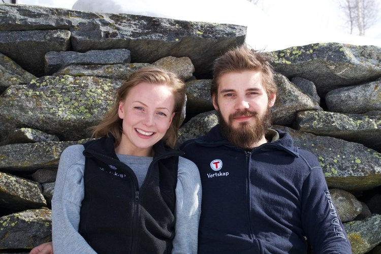 A young couple from Årdal are now working as hosts at the Skogadalsbøen cabin. The welcome you with big smiles. PHOTO: Skogadalsbøen/DNT