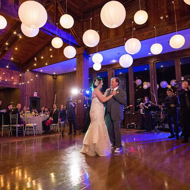 Lighting can really do so much for the mood and decor of a wedding! Tablescapes are beautiful, but the right lighting will make your photos magical.