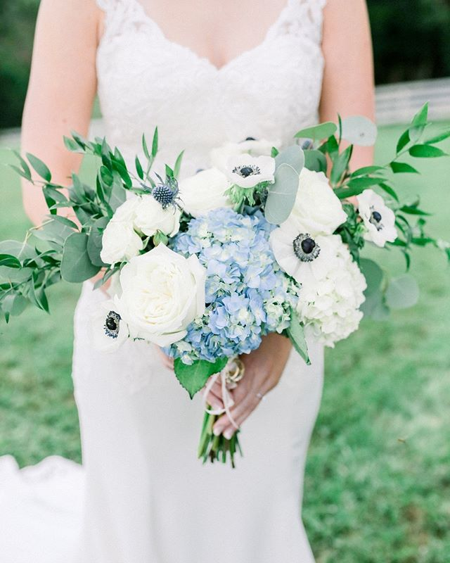How gorgeous is this blue and green bridal bouquet?! What lovely spring colors and oh so appropriate for #stpatricksday