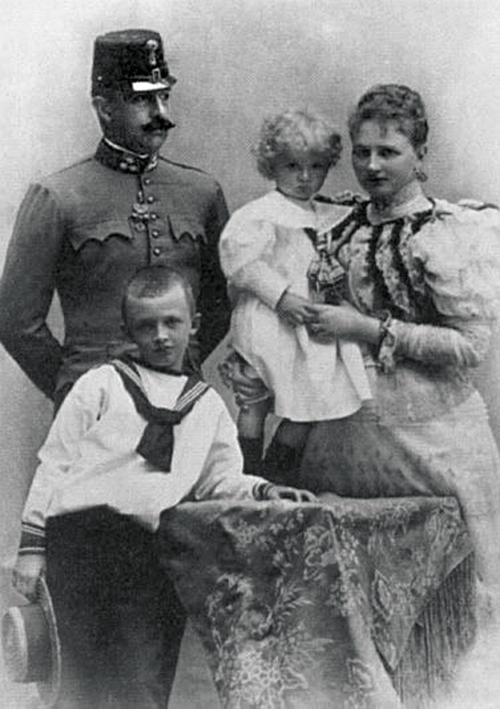 Emperor_Karl_Young_Family_1.jpg