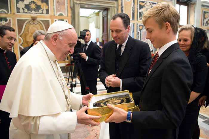 Members of the Royal House of Habsburg Present Pope Francis With a Stone Carving of the Gebetsliga Coat of Arms.