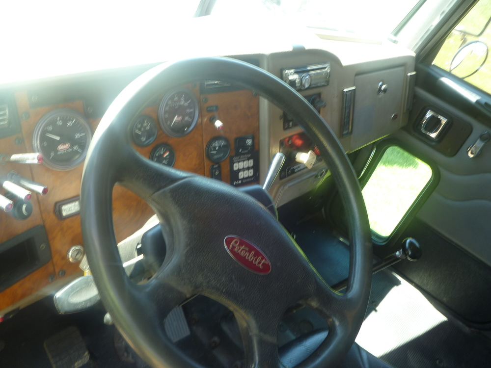 2009 Peterbilt service truck_02.JPG