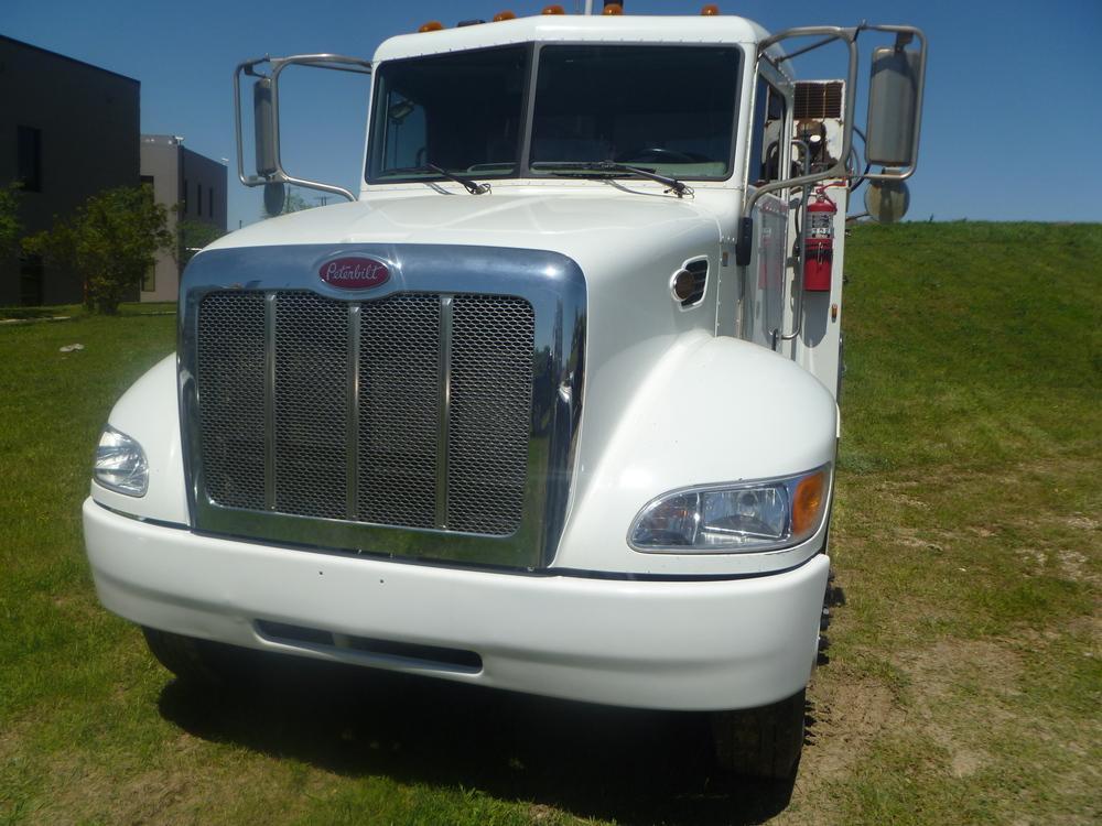 2009 Peterbilt service truck_07.JPG