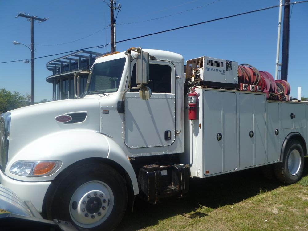 2009 Peterbilt service truck_08.JPG