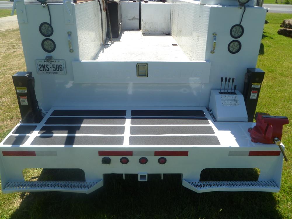 2009 Peterbilt service truck_11.JPG
