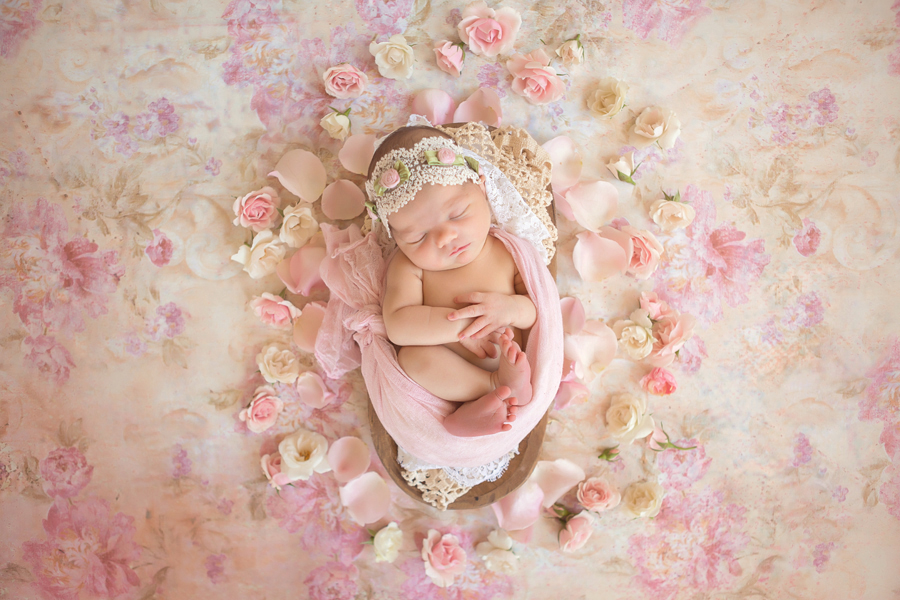 GrandRapidsnewbornphotographer01.jpg