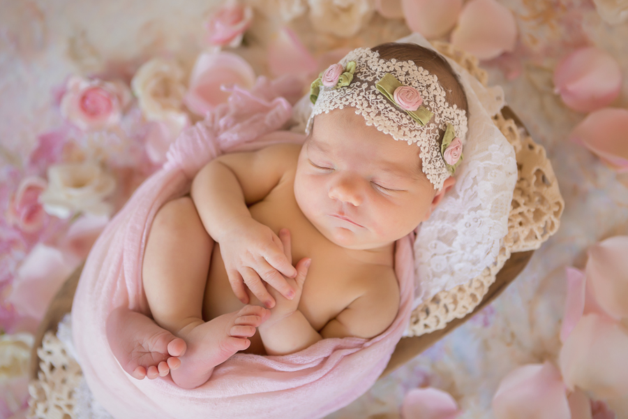 GrandRapidsnewbornphotographer03.jpg