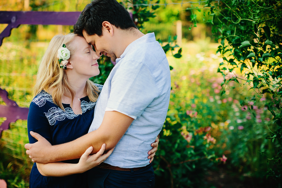 field of flowers engagement photography001.jpg