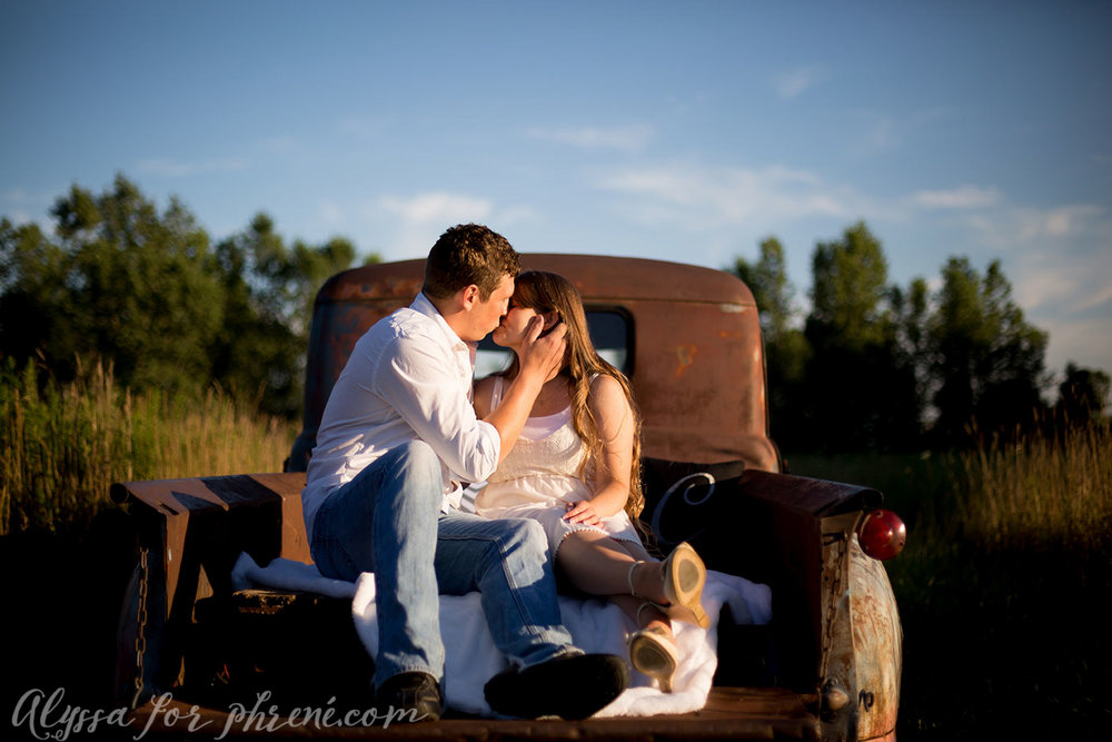 Grand_Rapids_Engagment_Photographer09.jpg