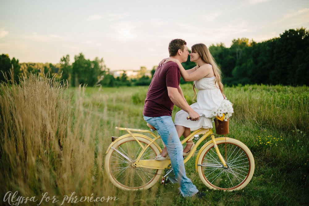 Grand_Rapids_Engagment_Photographer22.jpg