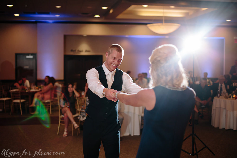 Sunnybrook_Country_Club_Wedding146.jpg
