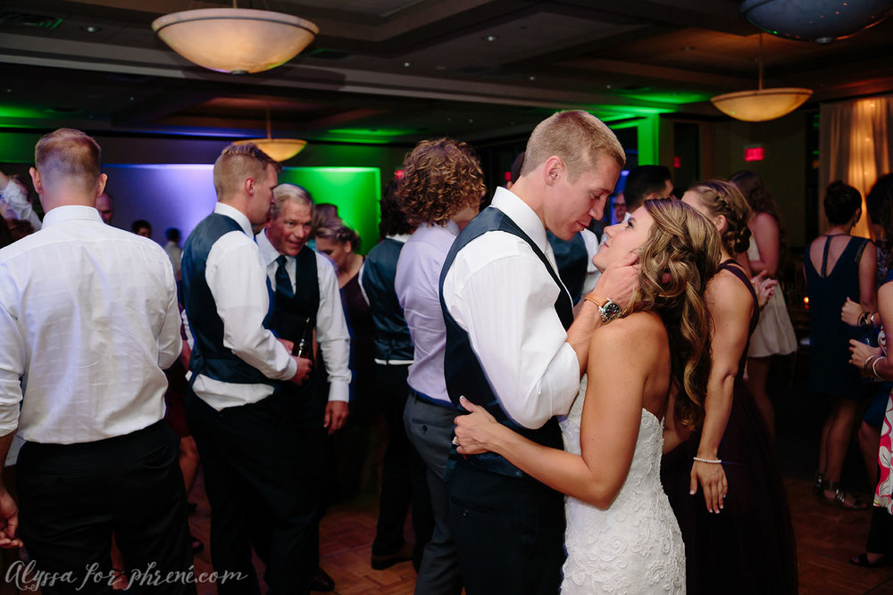 Sunnybrook_Country_Club_Wedding160.jpg