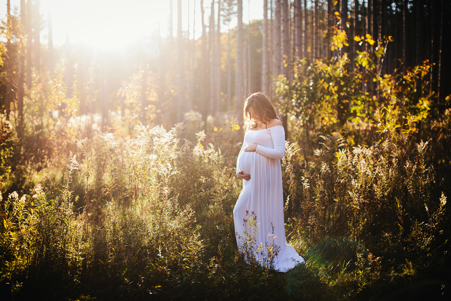 romantic-maternity-woods27.jpg
