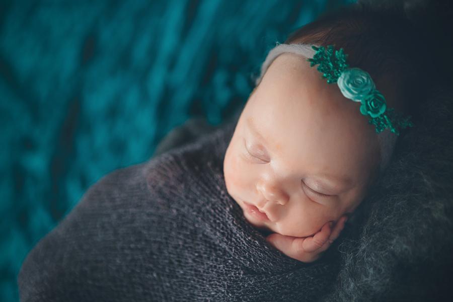 Artistic-Newborn-Photography03.jpg