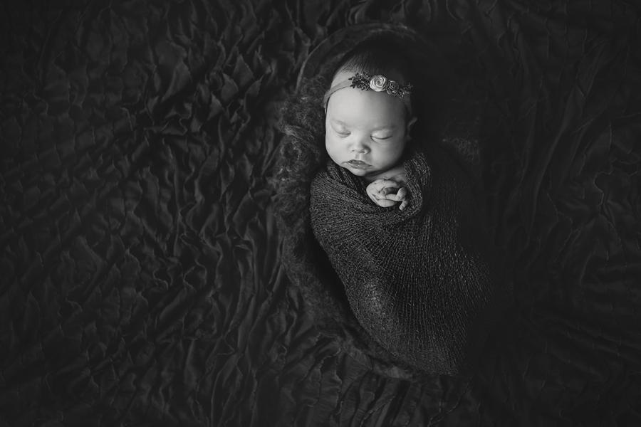 Artistic-Newborn-Photography04.jpg