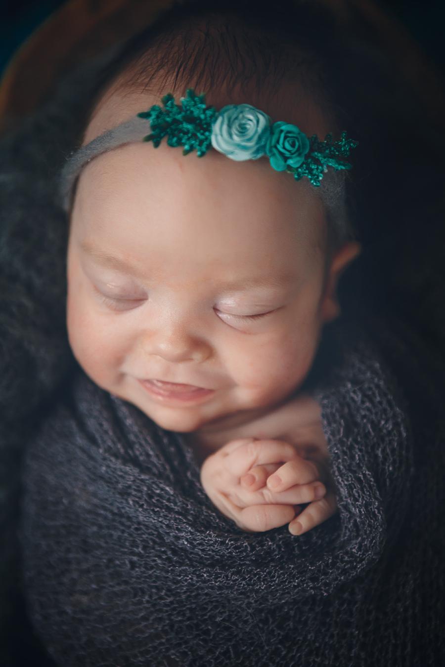 Artistic-Newborn-Photography05.jpg