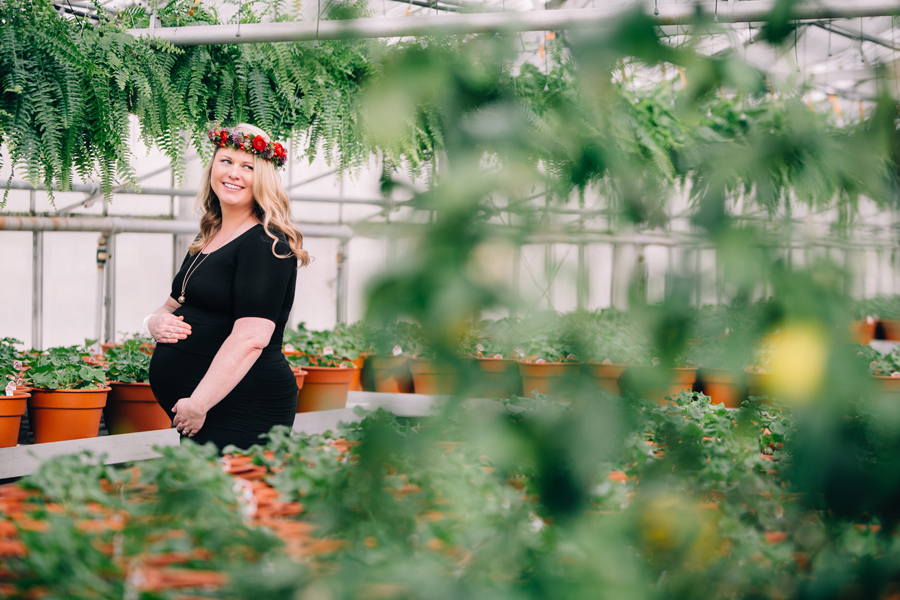 greenhouse-maternity-photography-red-flowercrown07.jpg