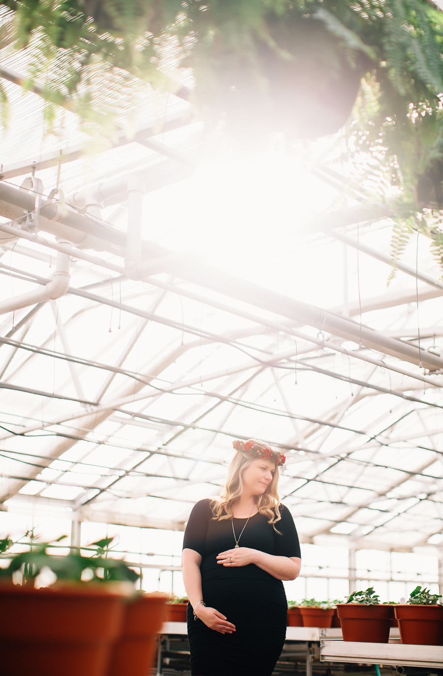 greenhouse-maternity-photography-red-flowercrown12.jpg