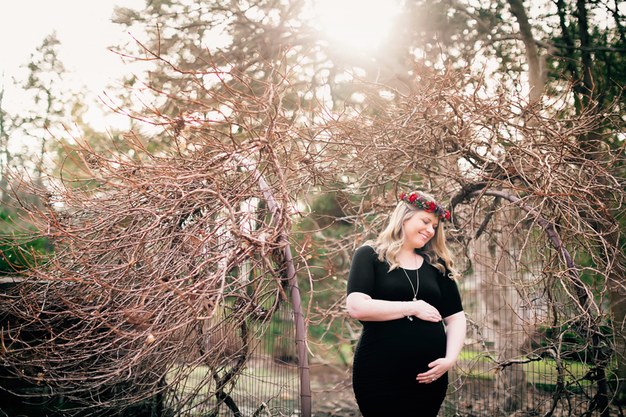 greenhouse-maternity-photography-red-flowercrown18.jpg
